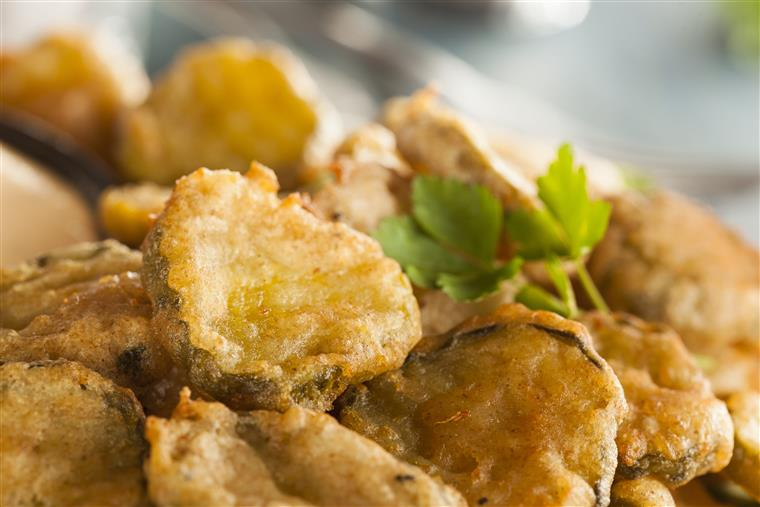 fried pickle chips appetizer