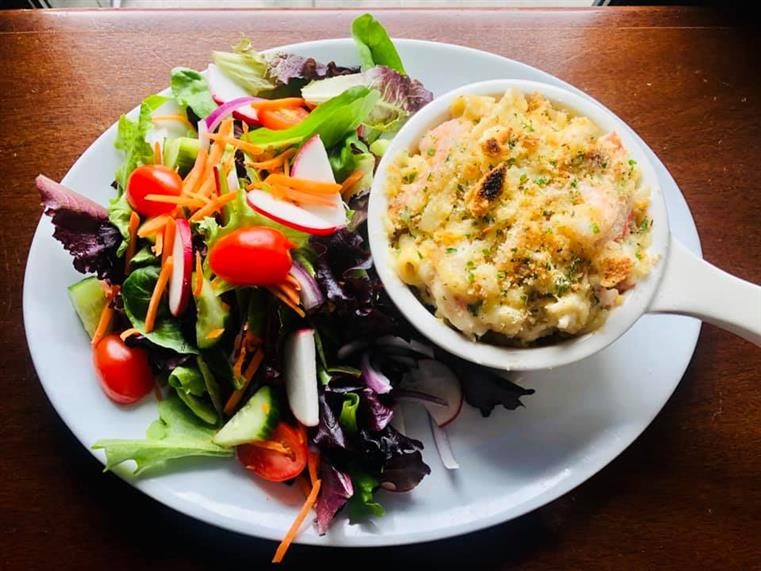 lobster mac and cheese with side salad