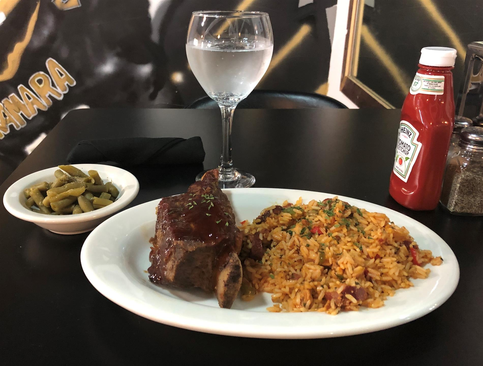 beef ribs with cajun rice and green beans