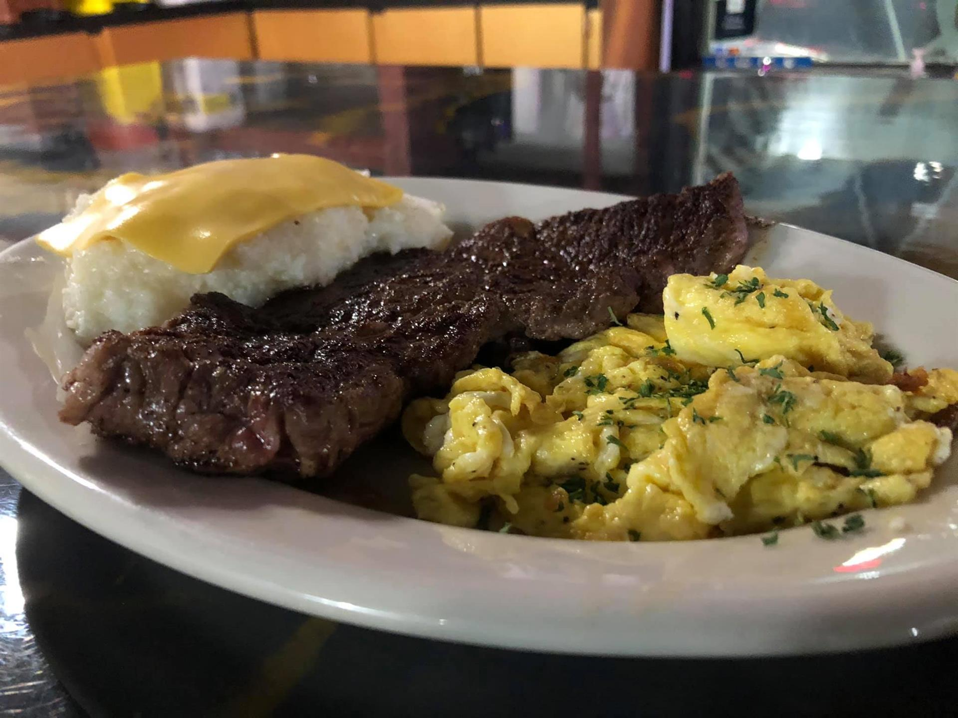 steak and eggs with grits