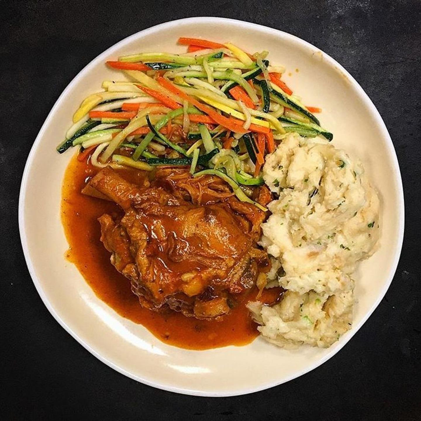 grilled chicken with shredded vegetables and mashed potatoes