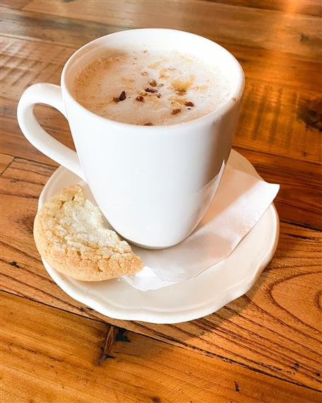cookiedoodle coffee with snickerdoodle cookie