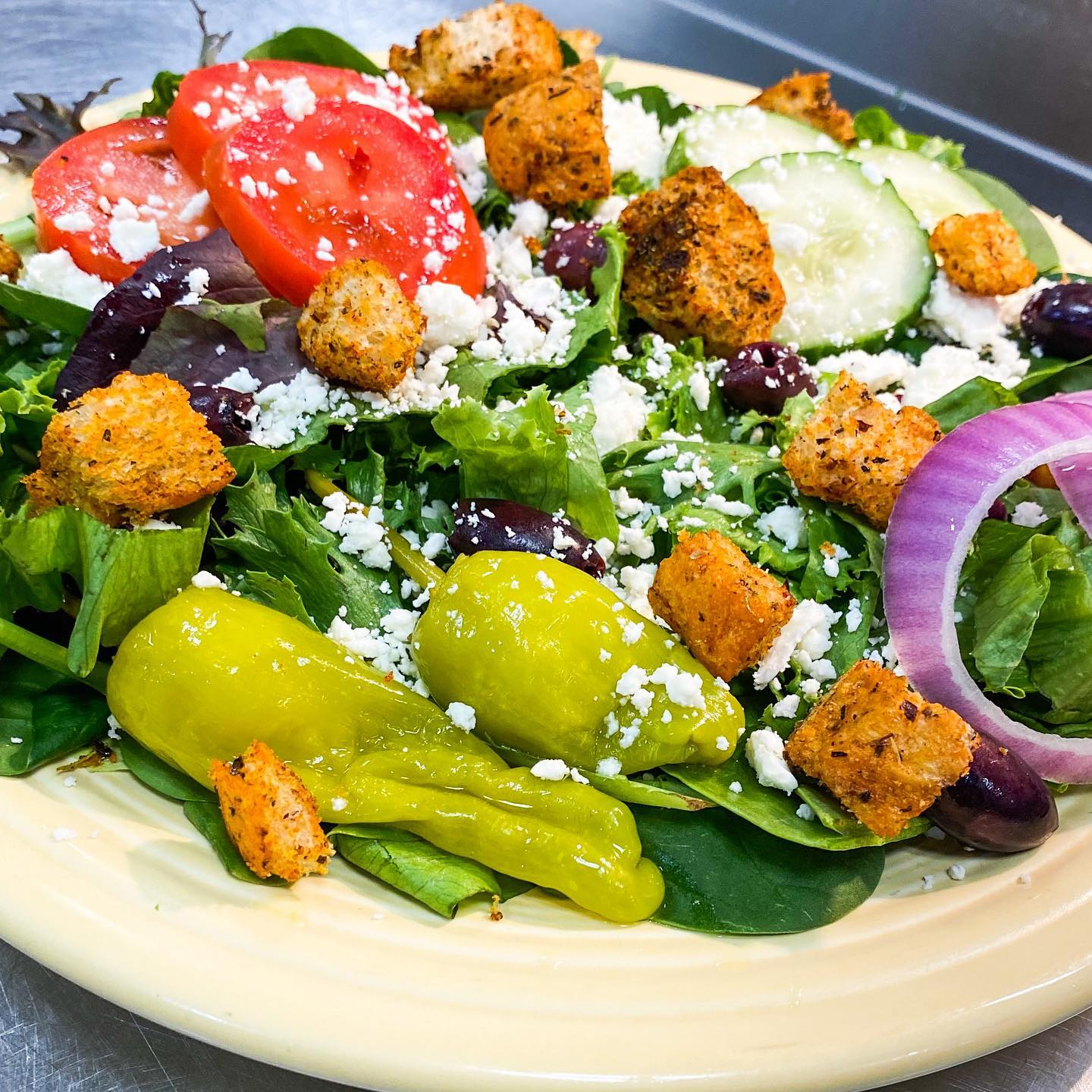 salad with peppers, onions, lettuce, croutons, and tomatoes
