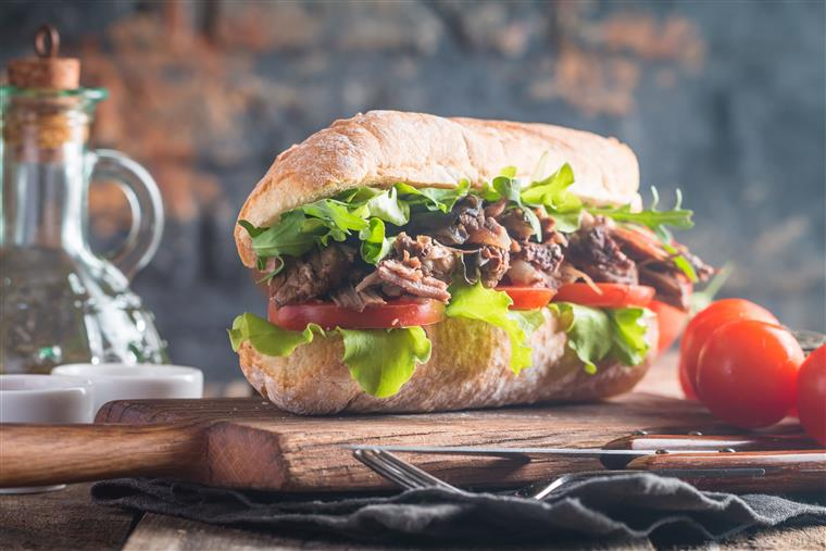 roast beef sub with lettuce and tomato