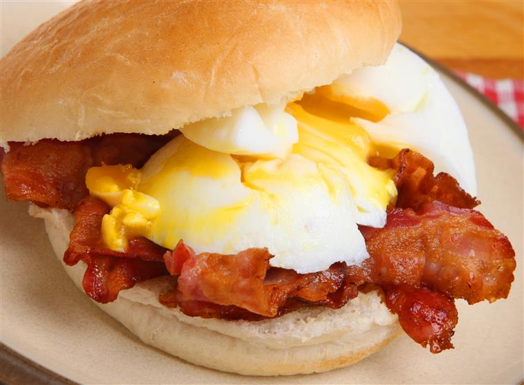 bacon and egg sandwich on a roll