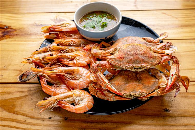 Steamed shrimp,Steamed crab,Steamed shrimp and crab with dipping sauce