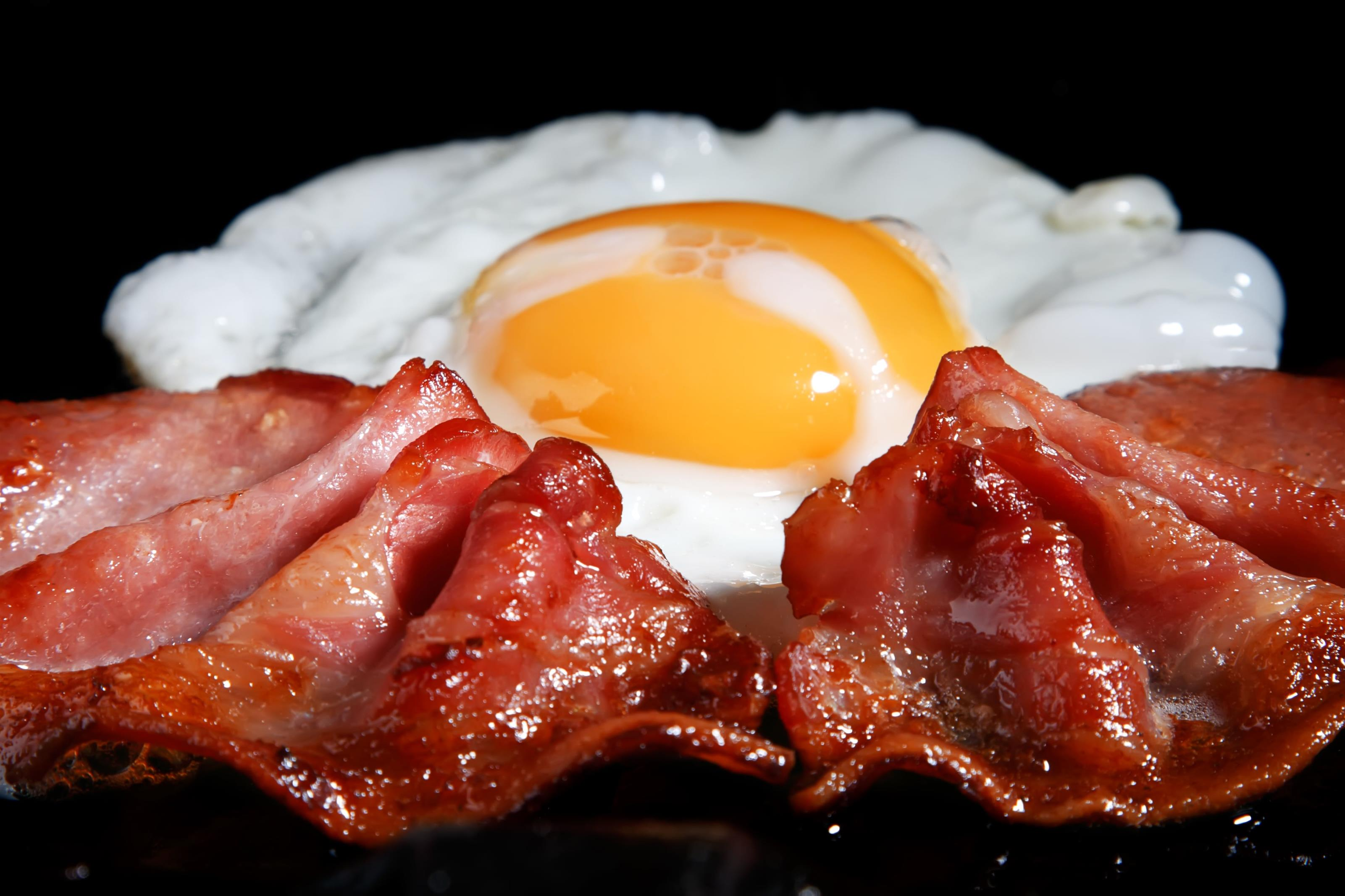 egg with bacon strips