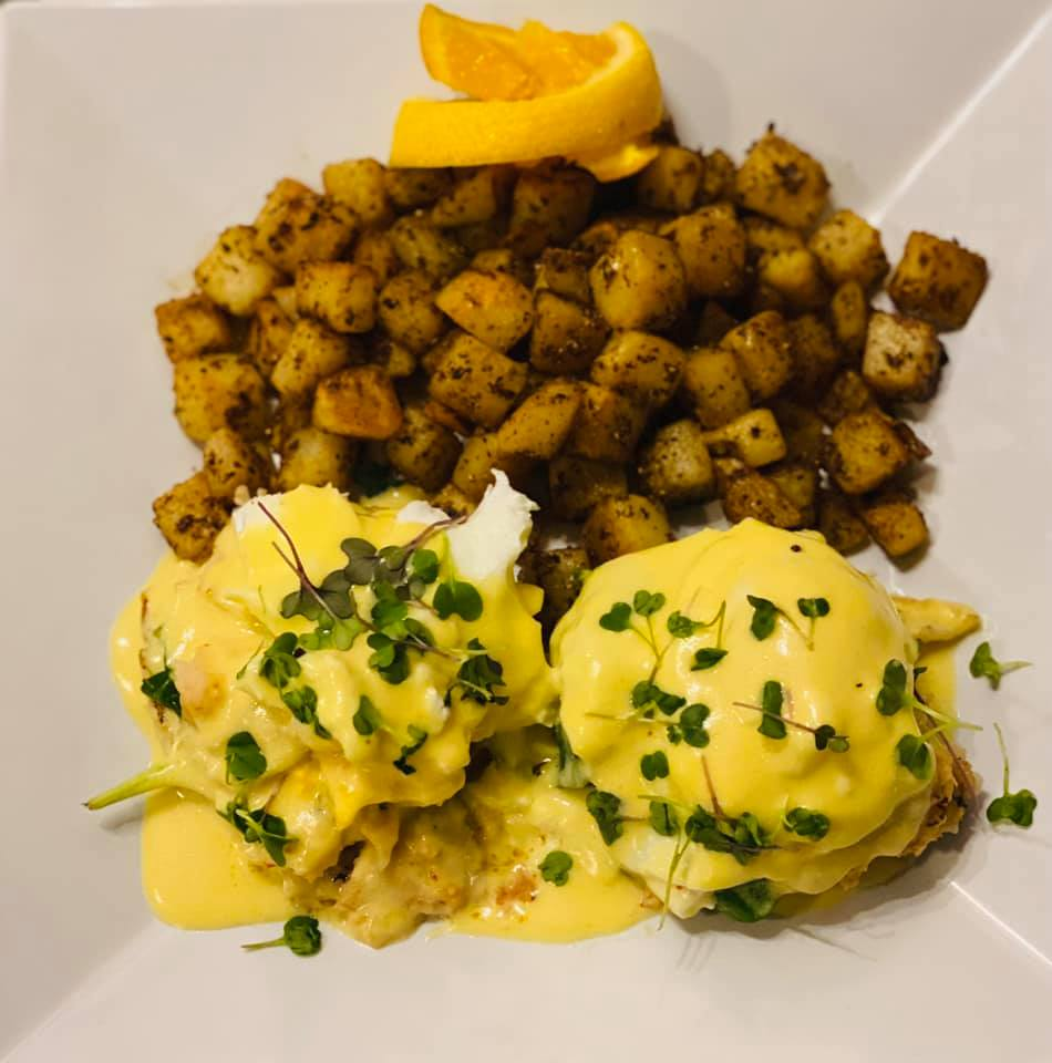 eggs benedict with roasted potatoes