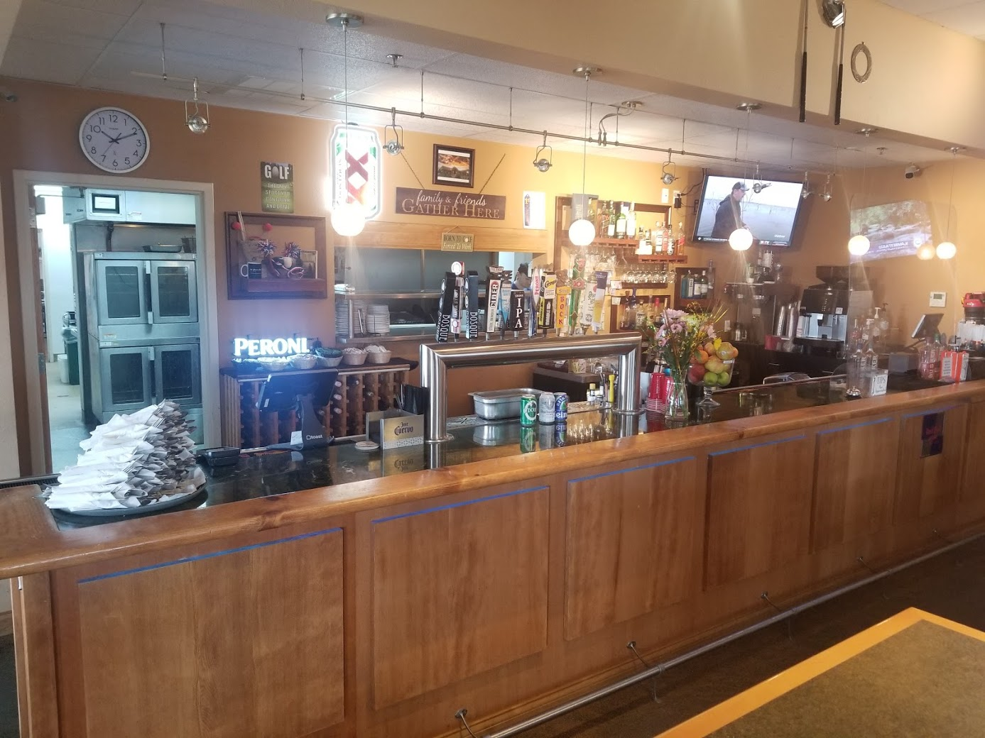the bar at cottonwood on the greens