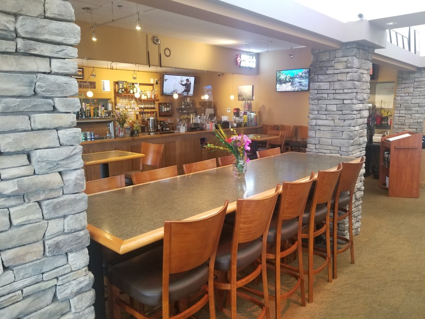 dining at cottonwood on the greens