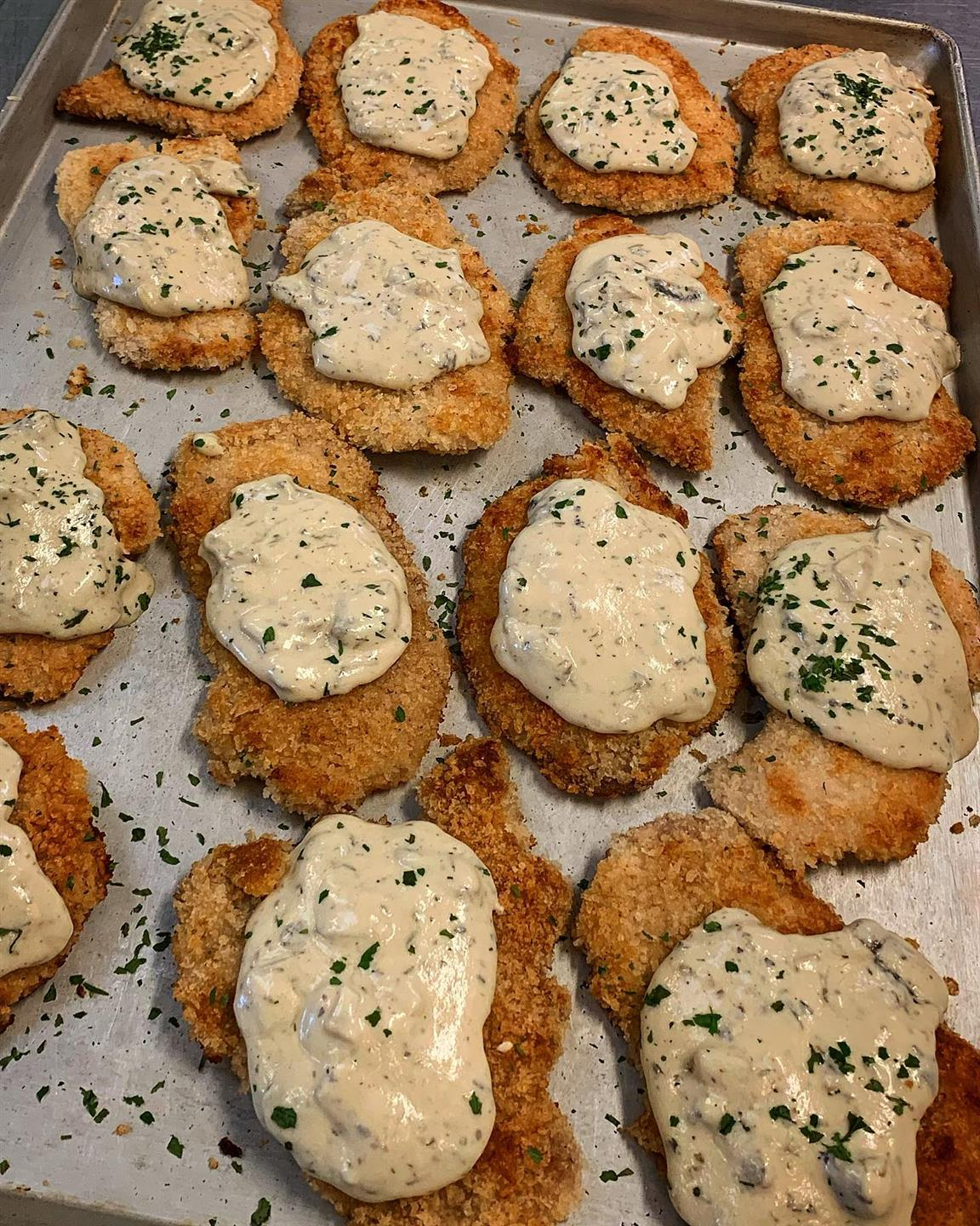 breaded chicken cutlets with gravy