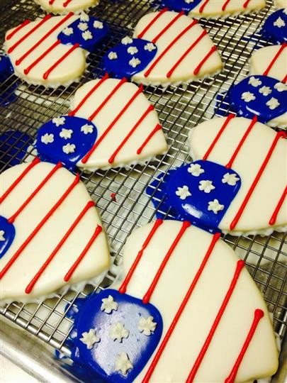 Covered heart cookies with the decoration of the USA flag