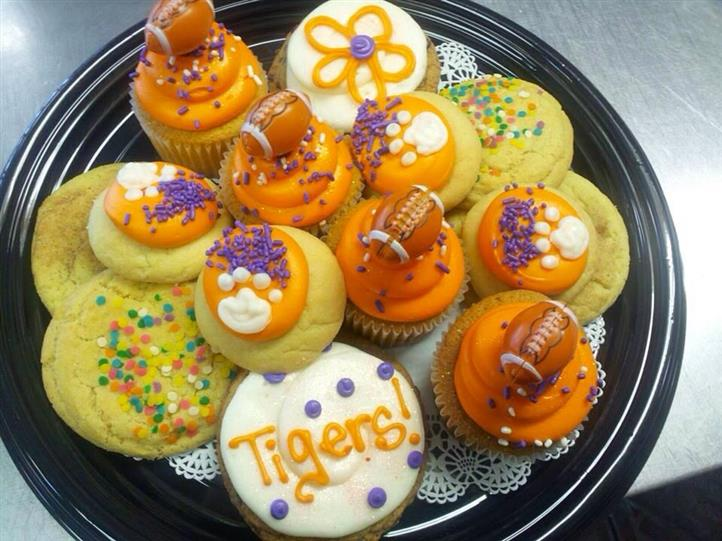 Cookies with football balls and the Tigers design
