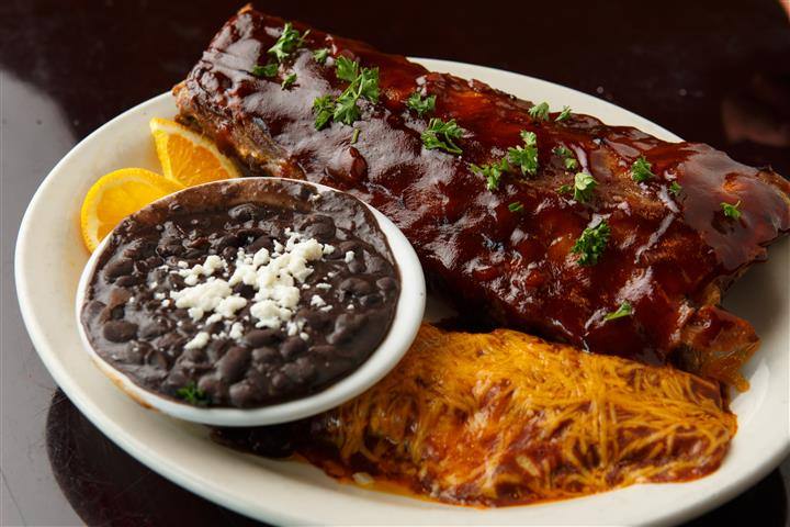 Black beans and ribs on a platter