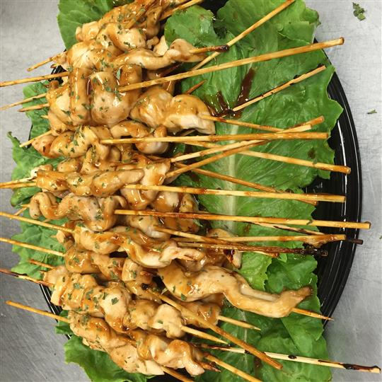 A chicken skewers platter