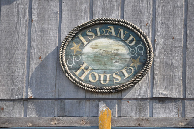 sign that reads island house