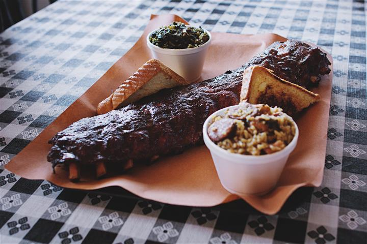 ribs with toast and various sides