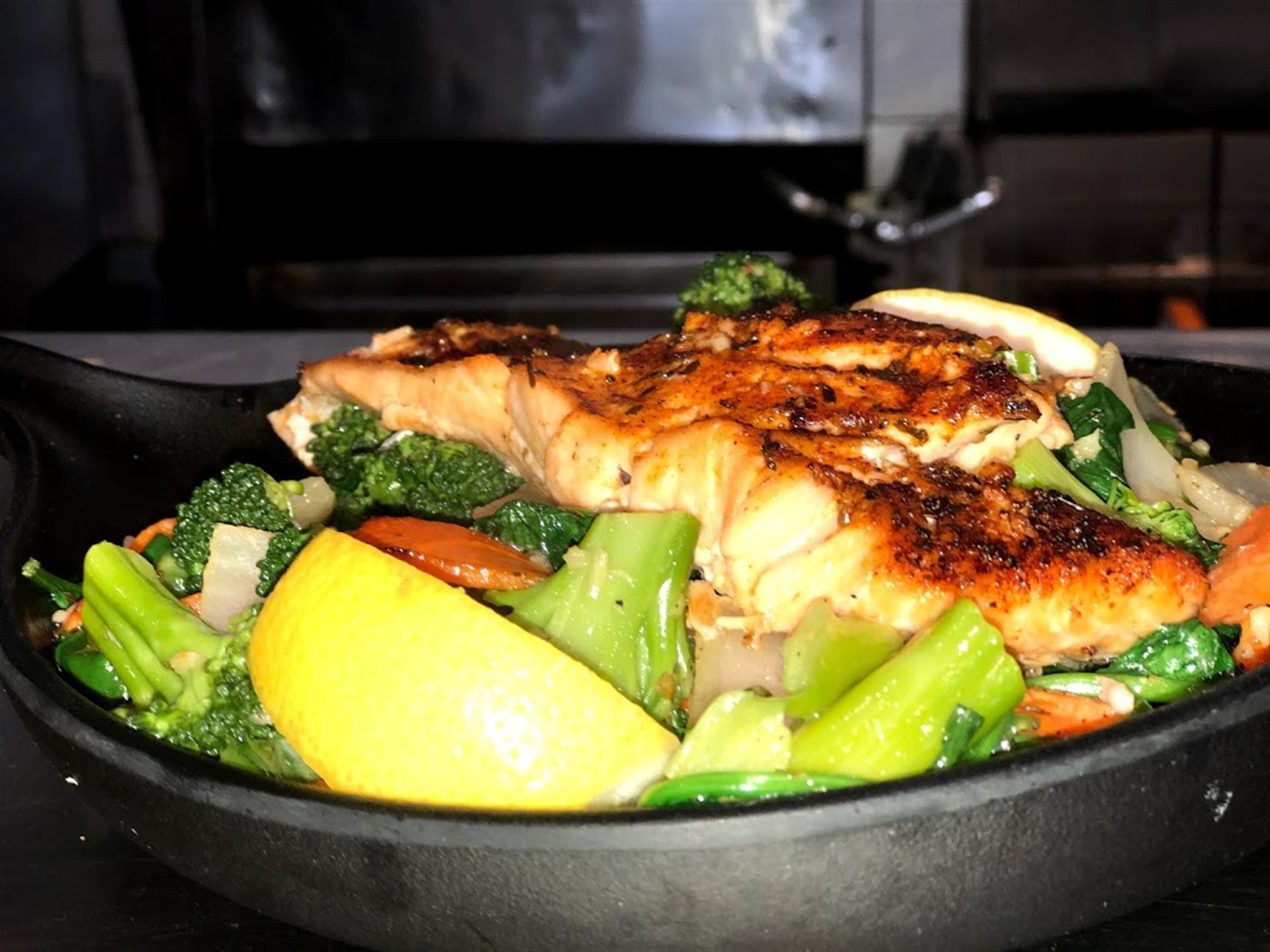 salmon skillet with veggies