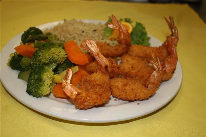 fried shrimp meal with broccoli, carrots and rice