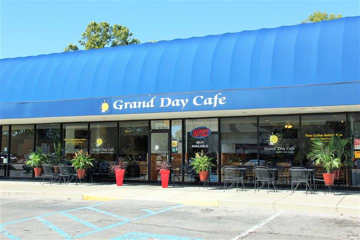 front view of grand day cafe