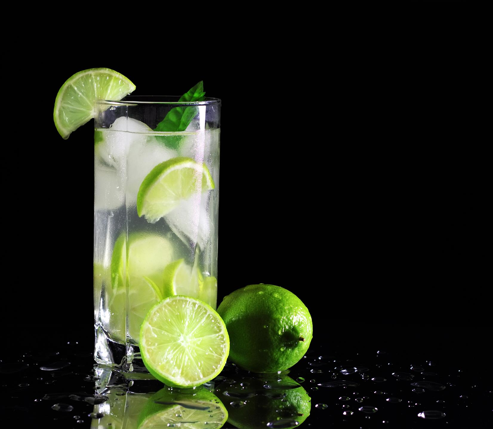 drink with limes