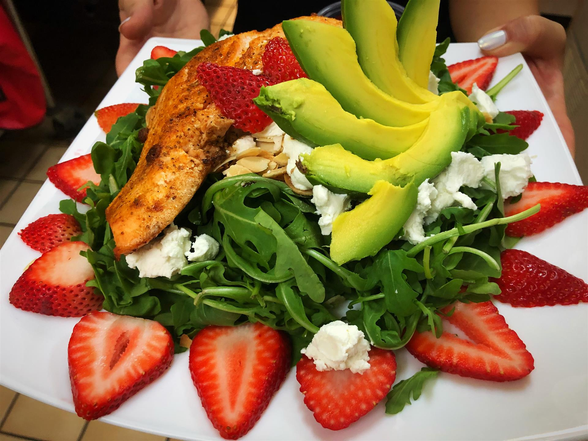 Salmon avo-berry salad