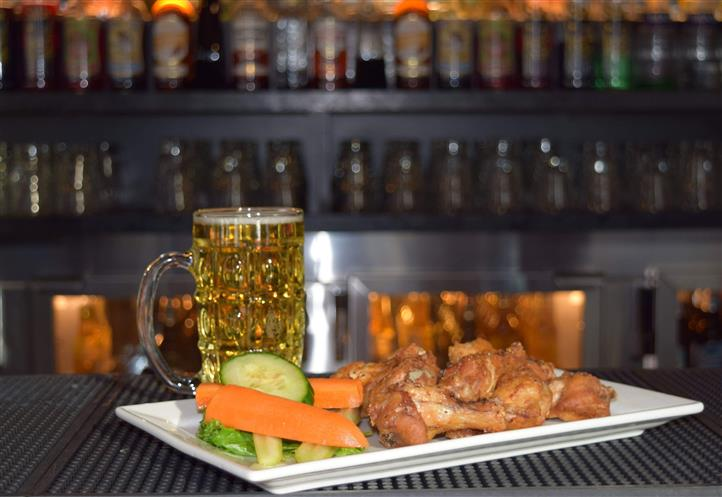 Wings with vegetables with beer