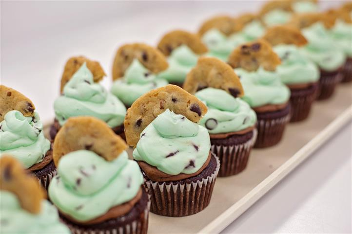 mint chocolate chip cookies cupcakes