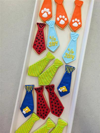 tie-shaped decorated cookies