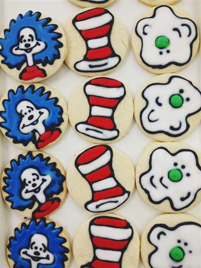 cat in the hat decorated cookies