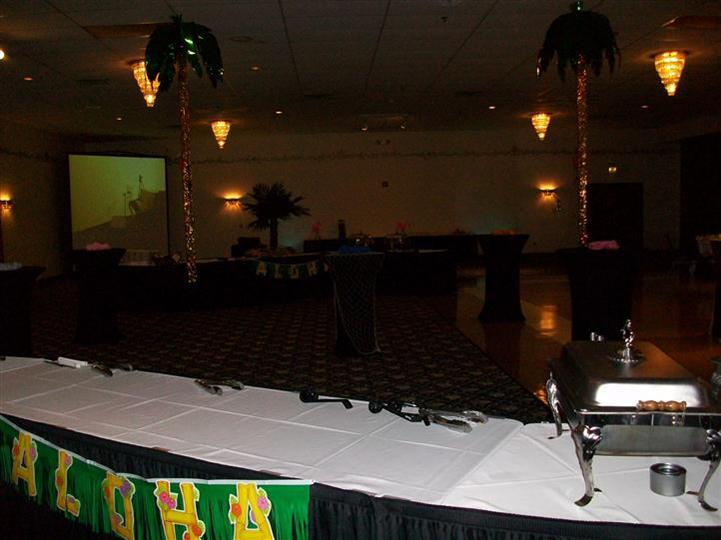 Interior of primo with palm tree decorations