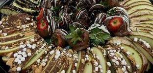 Chocolate covered strawberries and candied apples