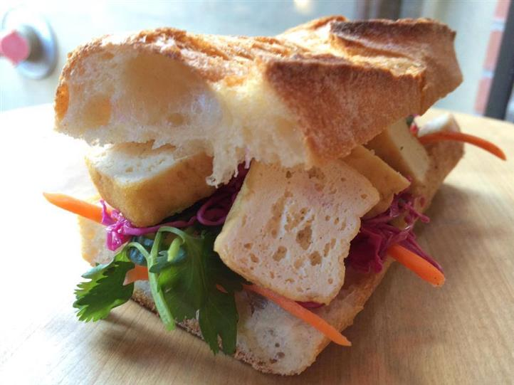 Croutons, lettuce, carrots, red onion on brioche