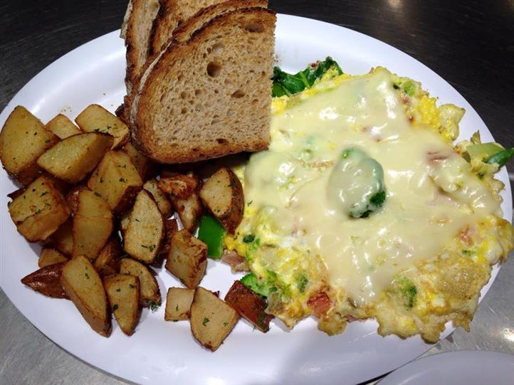 Omelette with veggies and cheese. Homefries on the side