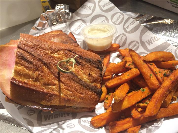 Sandwhich with sweet potato fries on the side