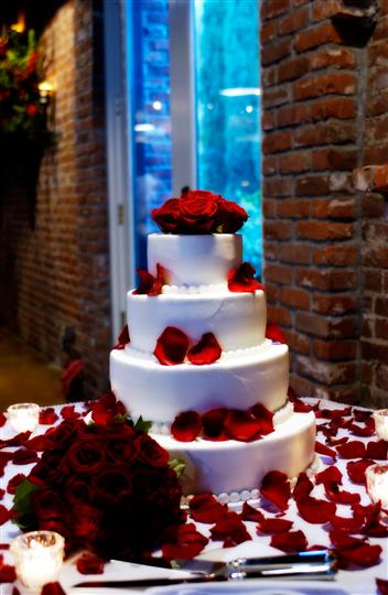 Wedding cake, rose pedals