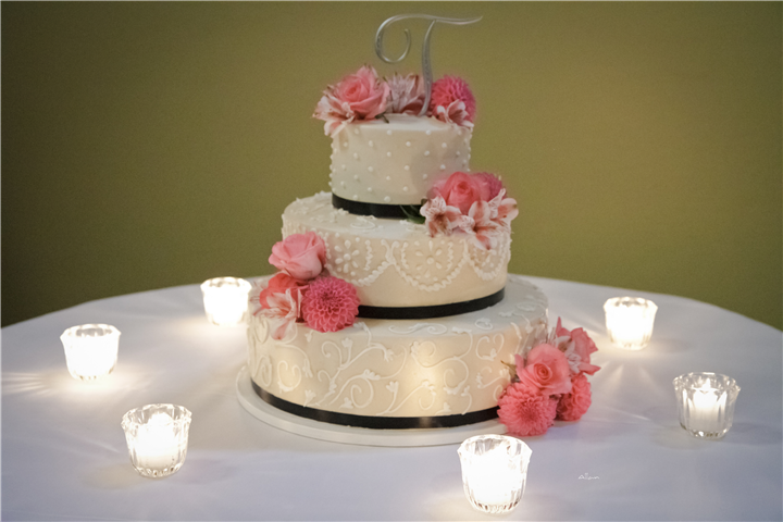 Wedding cake, pink flowers