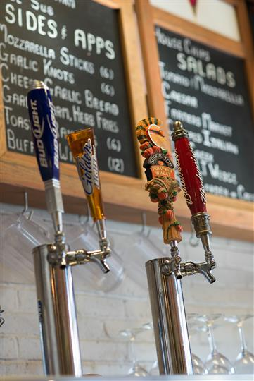 Beer taps with multiple different beer companys
