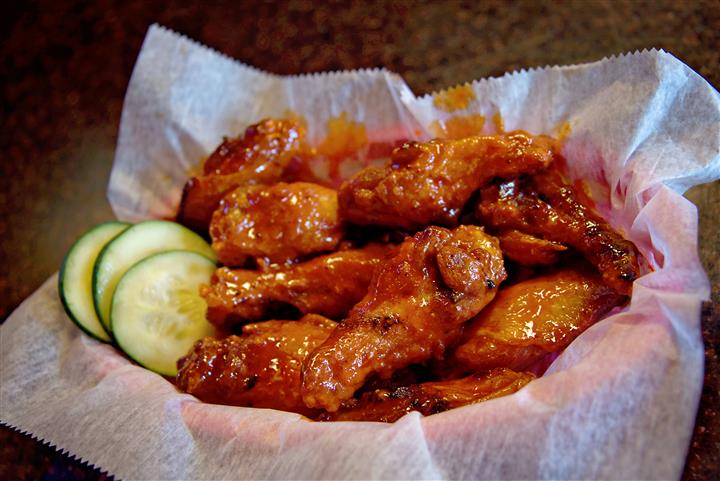 Hot wings with cucumber slices