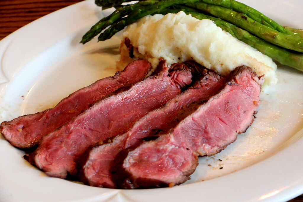 Steak, Mashed potatoes, and asparagus
