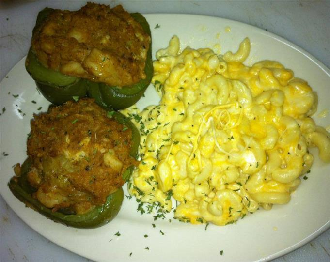 stuffed bell peppers with mac and cheese