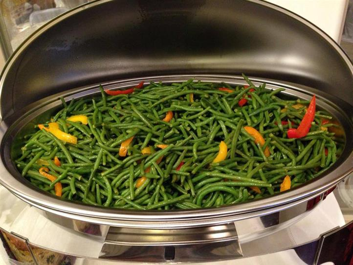 buffet container full of green beans