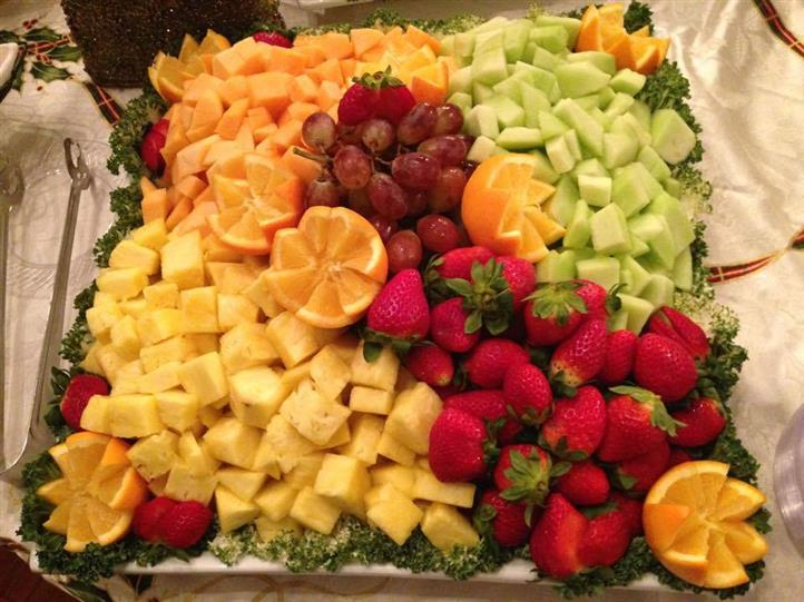 tray of assorted fruit