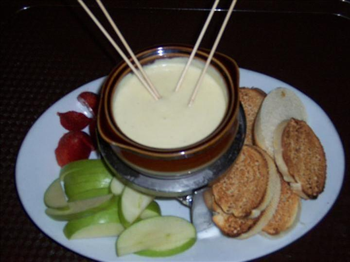 apples and crackers with white dipping sauce