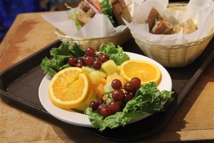 plate of orange wedges with grapes