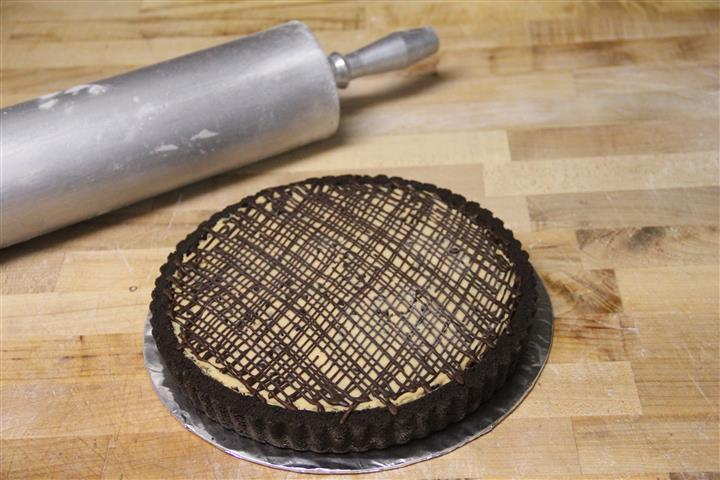 Smooth and creamy peanut butter filling in a chocolaty crust drizzled with chocolate gnache.