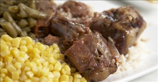 oxtails plate with corn