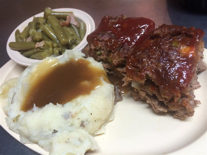 Meatloaf w/ mashed potatoes and gravy with green beans