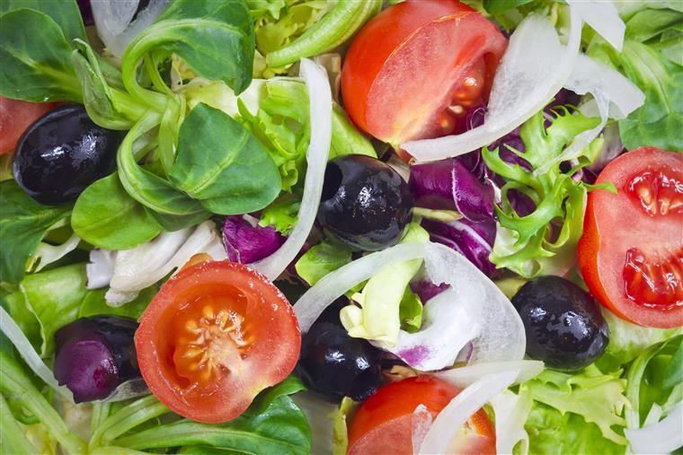garden salad with tomatoes, onions, lettuce, spinach, and olives