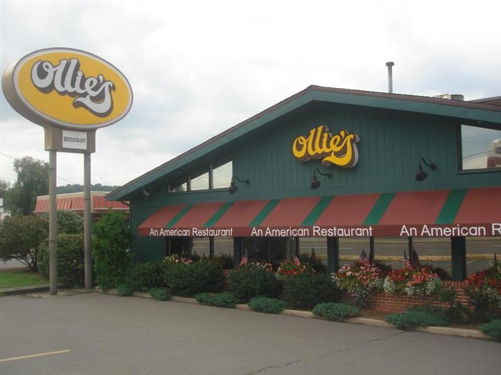 Ollie's Front entrance with sign